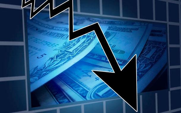 Dow Jones cae 1.800 puntos ante repunte de casos de Covid-19