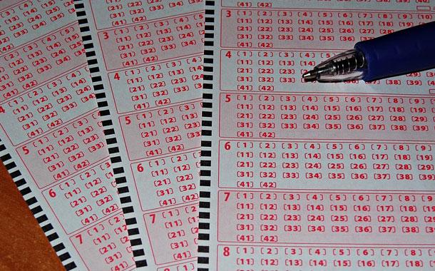 Lleva en su bolso boleto de lotería premiado con USD 11 millones sin saberlo