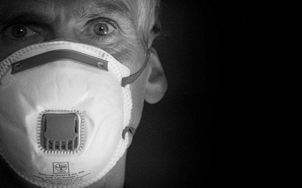 CDC alientan uso de mascarillas ya que la pandemia