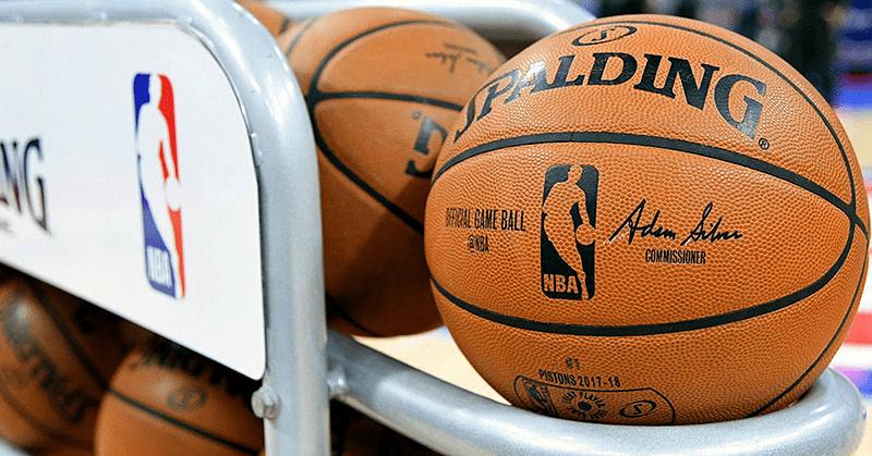 NBA planea que los jugadores lleven un anillo para controlar el COVID-19