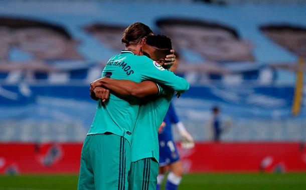 Sergio Ramos y Benzema dan el liderato al Real Madrid