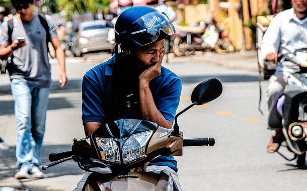 Repartidor es asaltado, pero los ladrones le devuelven sus pertenencias