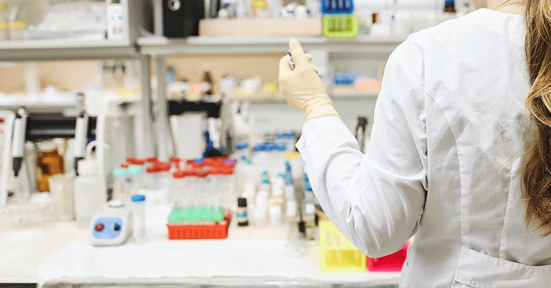 Europa acelera pruebas de un tipo de vacuna para el COVID-19