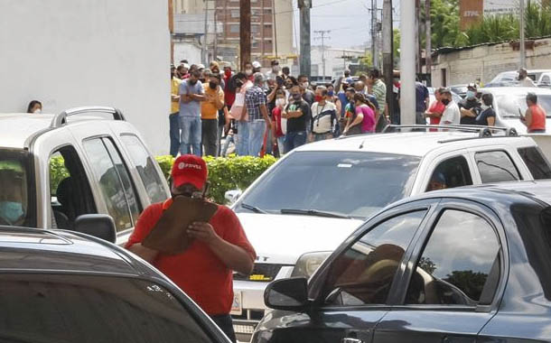 Venezuela: detienen a periodista que cubría suministro de gasolina