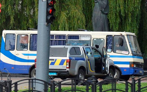 Hombre con explosivos secuestró en Ucrania un autobús con 20 personas