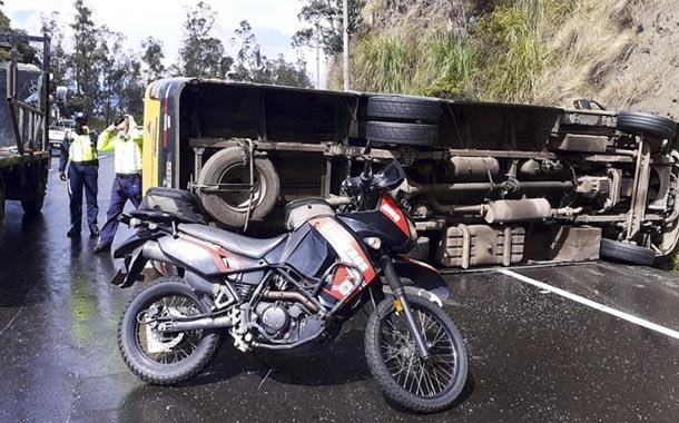 Accidente en la Simón Bolívar colapsa el tránsito