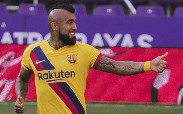 Barcelona se mantiene en la lucha gracias a Arturo Vidal