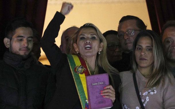 Presidenta interina de Bolivia da positivo a COVID-19