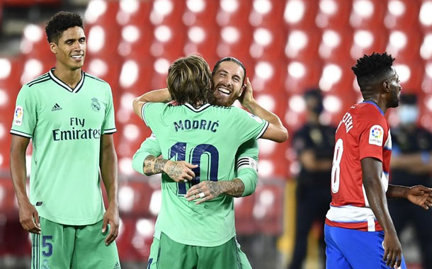 Real Madrid acaricia el título tras vencer 2-1 al Granada