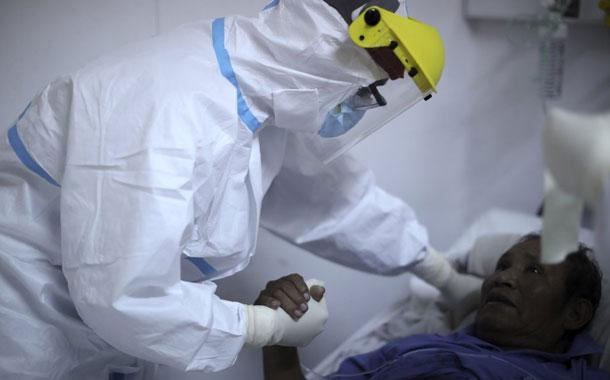 Médicos argentinos en pandemia: miedo, hoteles y sin besos