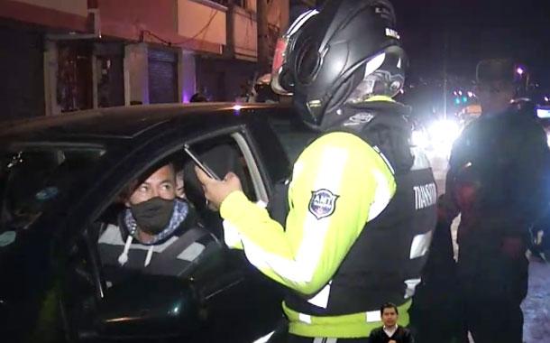20 conductores fueron sancionados por violar el toque de queda en Quito