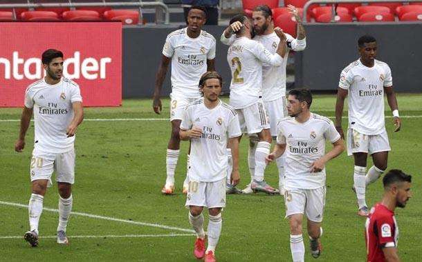 Real Madrid ganó como visitante y mantiene distancia con Barcelona