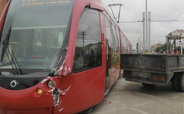 Nuevo accidente de tranvía en Cuenca deja daños materiales