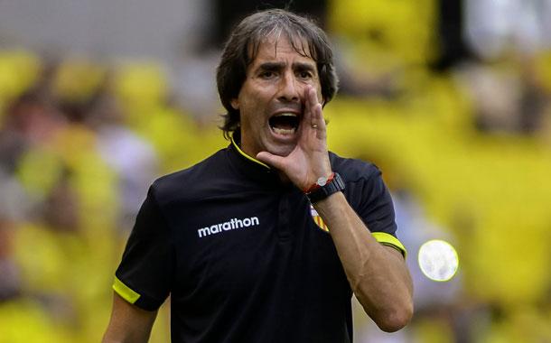 Almada dice que le llamaron para dirigir la selección de Ecuador