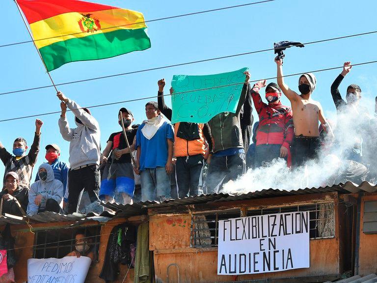 Motines en cuatro cárceles bolivianas por temor al contagio de coronavirus