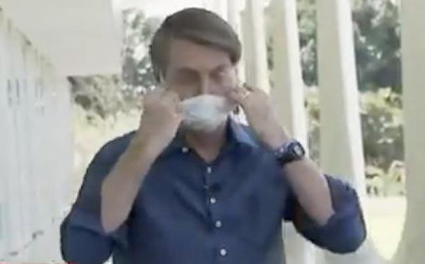 Bolsonaro se retira la mascarilla tras dar positivo para Covid-19