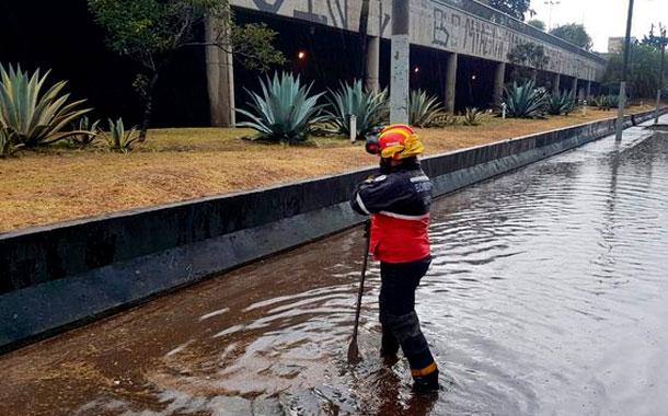 Fuerte aguacero inunda zonas del centro y norte de Quito