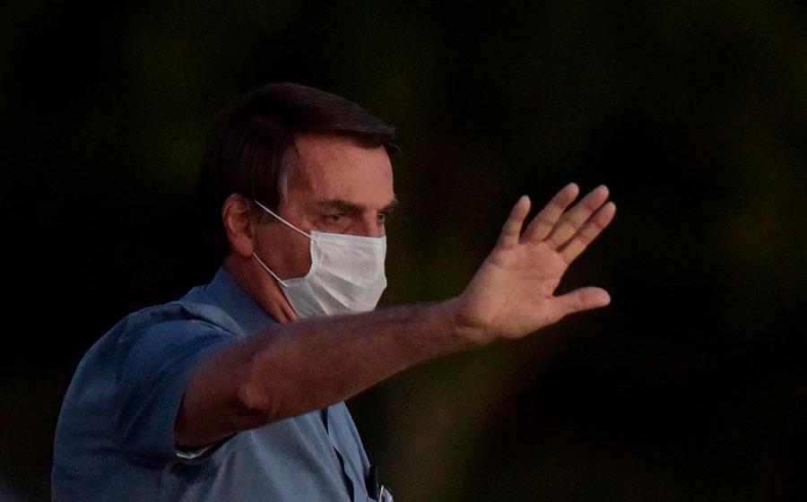 Bolsonaro dice que toma antibióticos por infección pulmonar