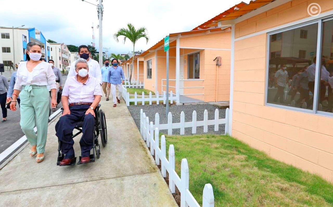 El presidente Moreno entrega viviendas y créditos en Manabí