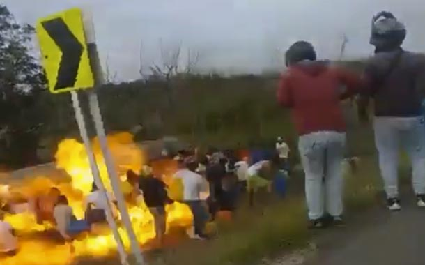 Ciénaga: Explota camión mientras moradores se llevaban combustible