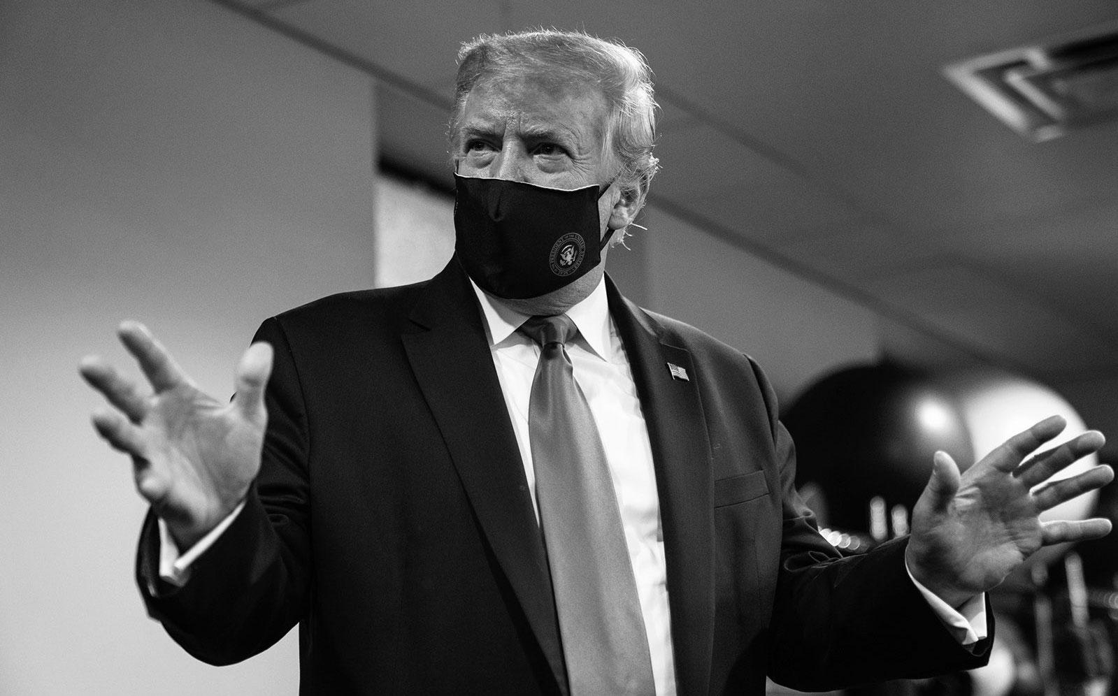 Trump ahora dice que llevar mascarilla es