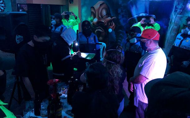 Autoridades intervinieron una fiesta clandestina en Chillogallo