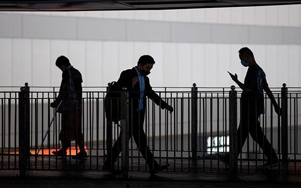 Hong Kong registra su peor brote de COVID-19 desde marzo
