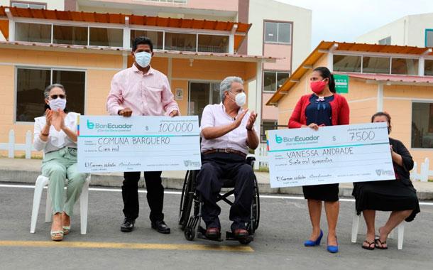 Lenín Moreno entrega viviendas y créditos en Manabí