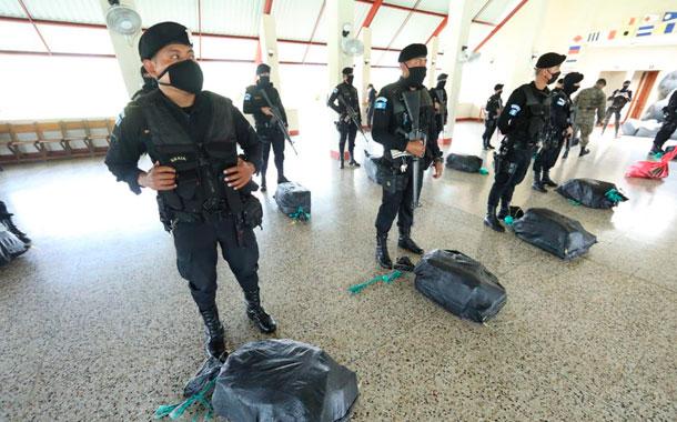 Marina de Guatemala incautó 355 paquetes de cocaína proveniente de Ecuador