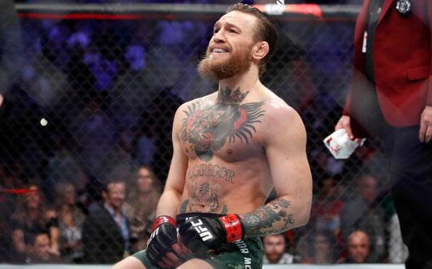 Conor McGregor impresiona con su remate al arco