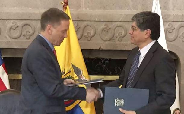 Más renuncias en el gabinete de Lenín Moreno