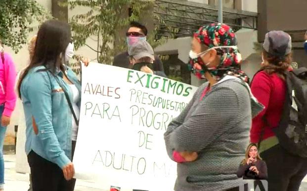 Representantes de organizaciones sociales piden el pago de sus servicios