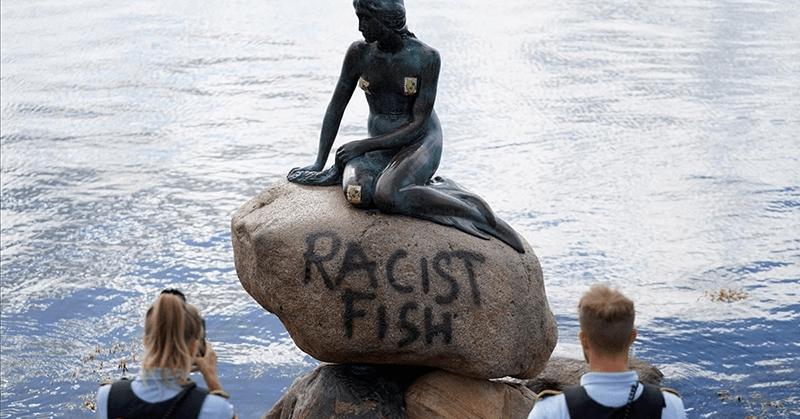 Vandalizan estatua en Copenhague con las palabras 'pez racista'