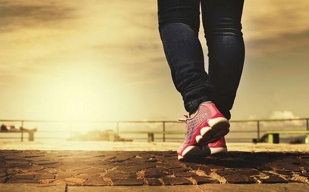 ¿Pueden los zapatos propagar el virus del COVID-19?