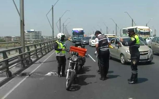 Accidente de tránsito se registró en el Puente de la Unidad Nacional en Guayaquil