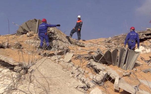 Rescatistas recuperan cuerpos entre escombros en Beirut