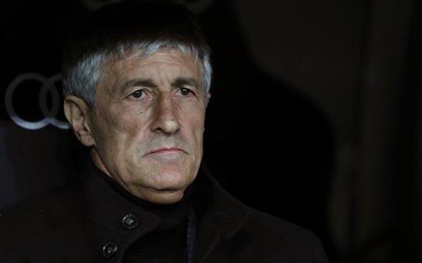 Barcelona destituye al director técnico Quique Setién