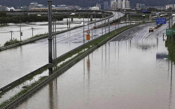 Fuertes lluvias desatan el caos en Corea del Sur