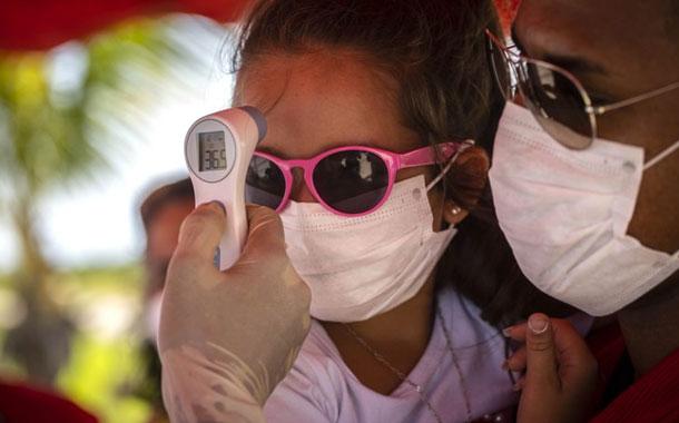 Cuba desarrolla vacuna propia y negocia con Rusia