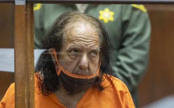 Ron Jeremy, actor de cine para adultos, enfrenta 20 nuevos cargos de abuso