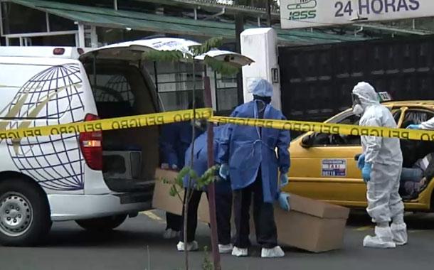 Cuatro cadáveres con Covid-19 se levantan a diario de casas y aceras en Quito