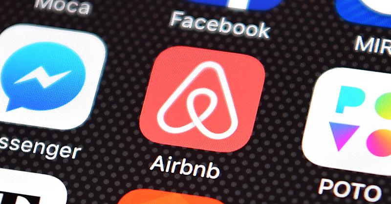 Airbnb prohíbe las fiestas en sus alojamientos y limita huéspedes