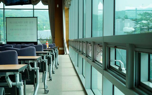 Hong Kong autoriza la vuelta a las aulas a  finales de septiembre