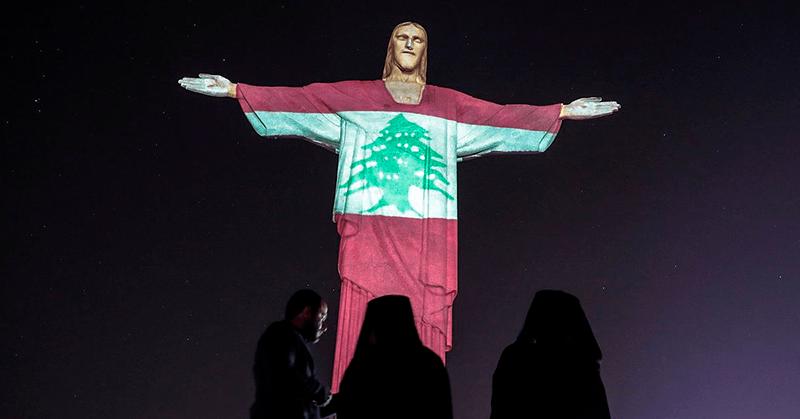 El Cristo Redentor luce la bandera de Líbano en solidaridad con Beirut