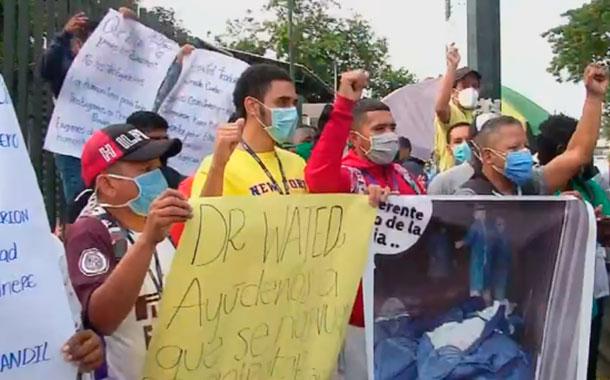 Más de 200 trabajadores despedidos de hospitales del IESS