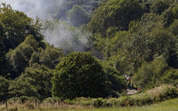 Tres muertos al descarrilarse tren en Escocia