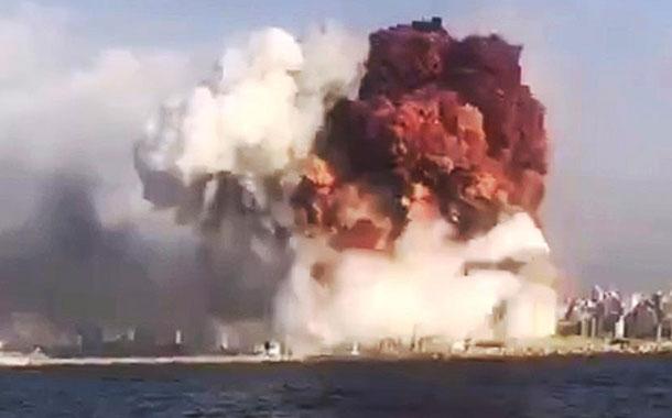 Los videos que muestra la impresionante explosión en el puerto de Beirut