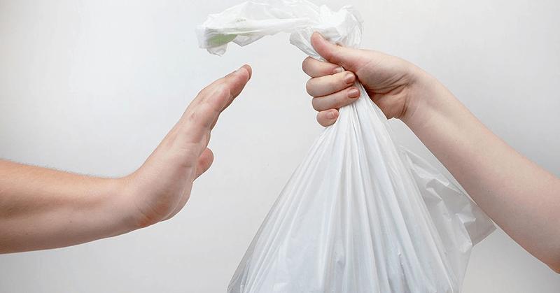 Los comercios en Chile se despiden de las bolsas plásticas desechables