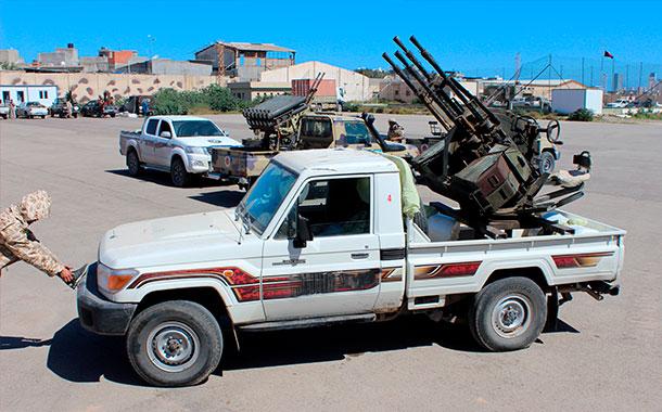 Gobiernos rivales en Libia anuncian alto el fuego