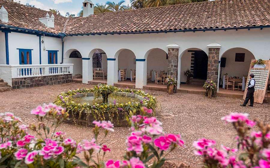 En la Hacienda Pinsaquí Simón Bolívar se reunía con varios personajes